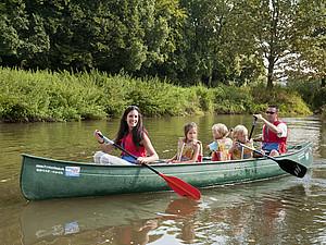 Wassersport bietet ein echtes Naturerlebnis für die ganze Familie. Foto: picture-alliance
