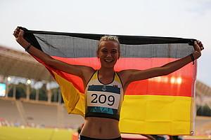 Sophia Volkmer nach dem Gewinn der Goldmedaille über 800m.