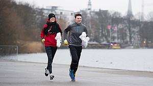 """Jogger beteiligen sich an der Aktion """"Hamburg räumt auf"""". Foto: picture-alliance"""