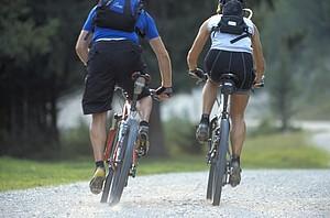 """Der Bayerische Gehörlosensportverband hat die Disziplin Mountainbiking statt Schwimmen für seine inoffizielle """"Triathon-Meisterschaft"""" gewählt. Foto: picture-alliance"""