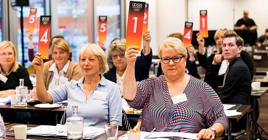Die Frauen-Vollversammlung stimmte für Petra Tzschoppe. Foto: LSB NRW/Andrea Bowinkelmann