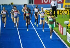 Auf der Zielgerade im 800m Finale der Frauen bei der WM 2009 in Berlin läuft Caster Semenya aus Südafrika allen davon. Danach zweifelte die Sportwelt, ob die Chancengerechtigkeit unter den Läuferinnen gewahrt war. Foto: picture-alliance