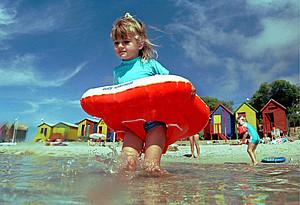 Schon Kleinkinder können lernen, die Ressource Wasser zu schützen. Copyright: picture-alliance/dpa