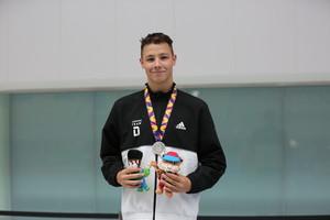 Silas Beth nach dem Gewinn der Silbermedaille. (Bild: DOSB)