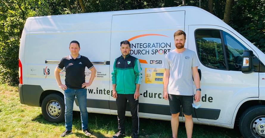Sportlotse Holger Franz, SAV- und SpoMo-Team Mitglied Fawaz Mohamad und Lorenz Homann vom LSB Bremen. (v.l.n.r.)