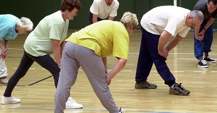Sport im Alter hilft gesund und fit zu bleiben. Foto: picture-alliance
