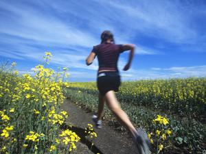 Bewegung ist in jeden Alter wichtig zur Prävention und Gesunderhaltung. Foto: picture-alliance