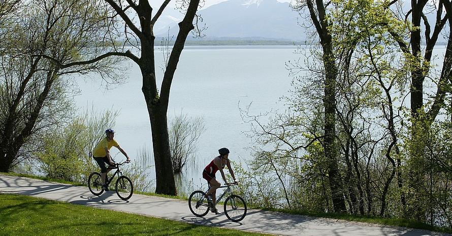 Ausfahrt in den Frühling am Chiemsee; Foto: picture-alliance