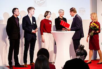 Vertreter*innen der Leutzscher Füchse bei der Preisverleihung in Leipzig, Foto: DOSB/bewahrediezeit.de