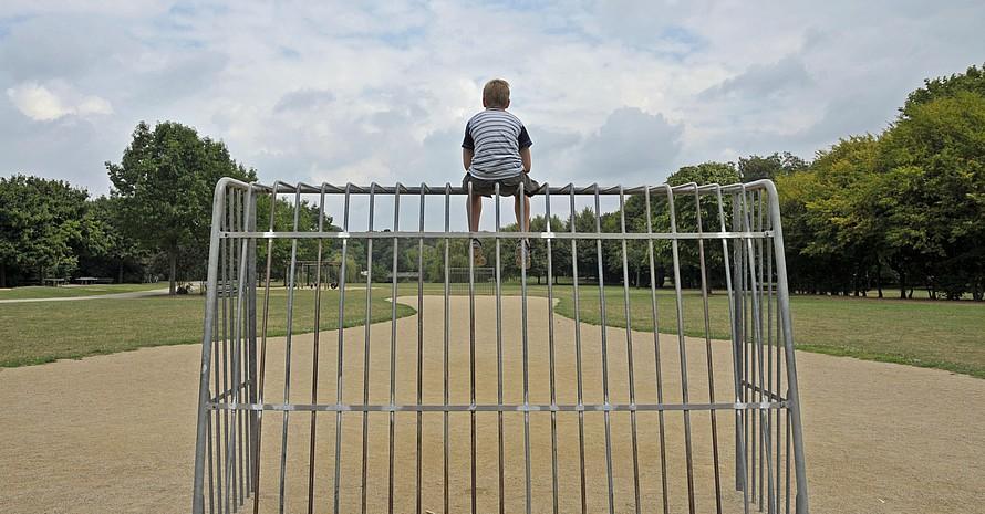 Weit und breit keiner da, der mitspielt. Foto: picture-alliance