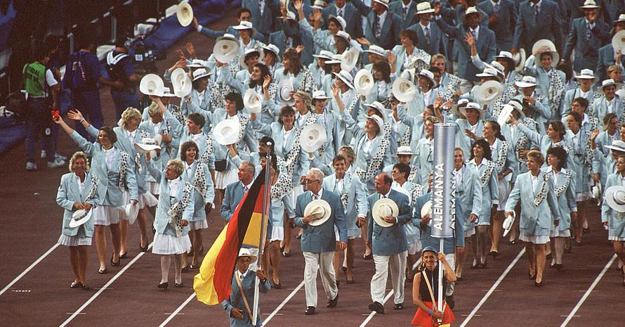 Bei den Olympischen Spielen 1992 in Barcelona läuft das gesamtdeutsche Team nach der Wiedervereinigung ein. Foto: picture-alliance