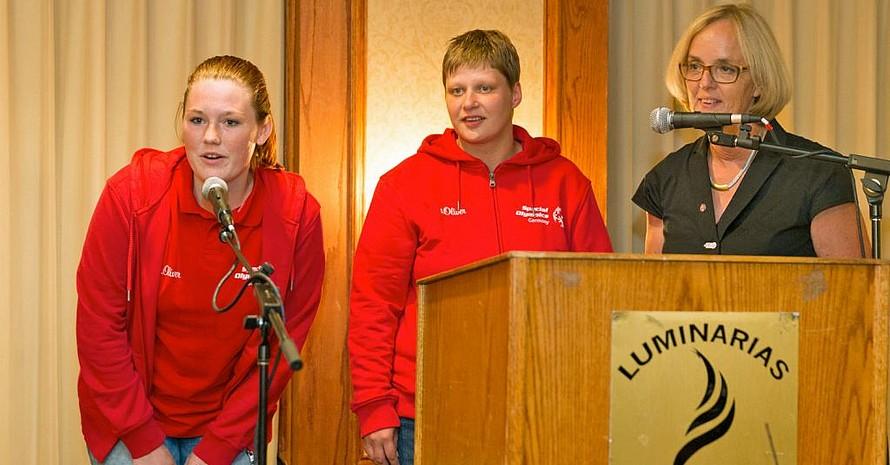 Christiane Krajewski (r.) mit Special Olympics Sportlern. Foto: SOD