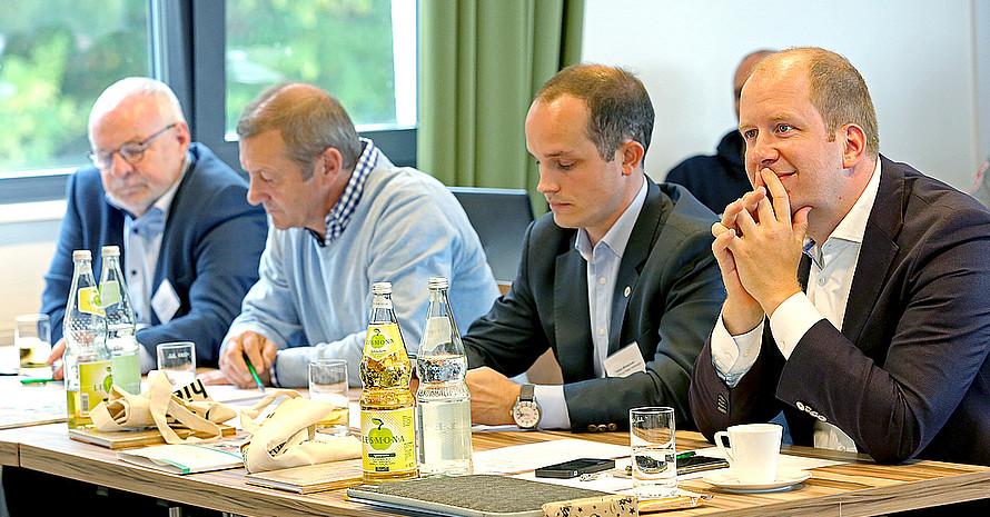dsj-Voritzender Jan Holze (re.) zählte zu den interessierten Teilnehmern der Fachtagung. Foto: dsj