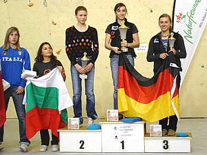 Juliane Wurm (Platz 1) und Luisa Neumärker (Platz 3) auf dem Siegerpodest. Copyright: DAV