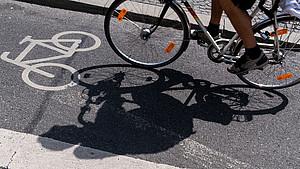 Für mehr Bewegung in der Stadt braucht es eine  fahrrad- und fußgängerfreundliche Infrastruktur. Foto: picture-alliance