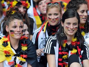 Auch bei den Fans dominierten die Frauen im Berliner Olympiastadion. Foto: picture-alliance
