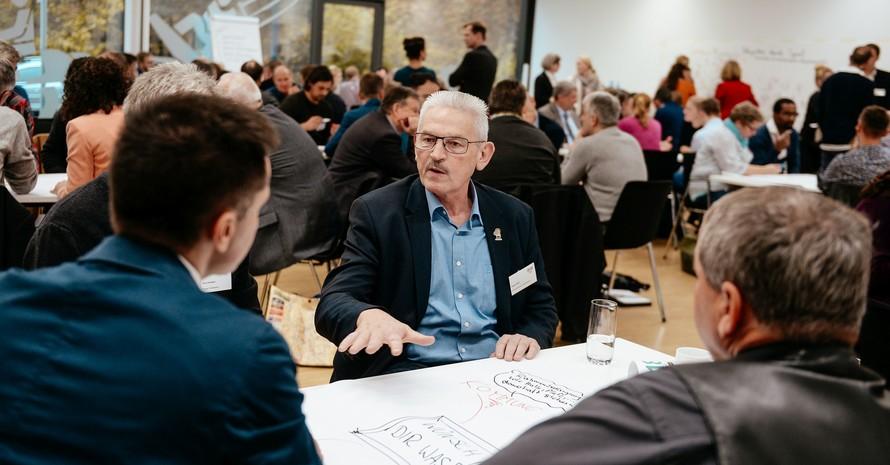 """Die Themen beim Kongress """"Integration durch Sport"""" fesselten die Teilnehmenden und regten zu lebhaften Diskussionen an. Foto: DOSB"""