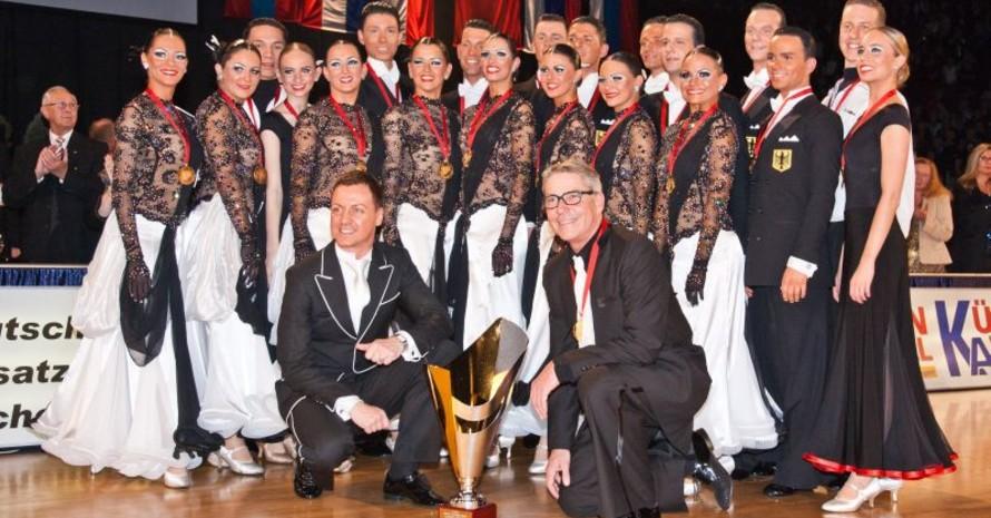 Die Tänzerinnen und Tänzer des Braunschweiger TSC setzen sich gegen elf Nationen und 19 Teams durch und gewannen den WM-Titel. Foto: Paul-Dieter Reif