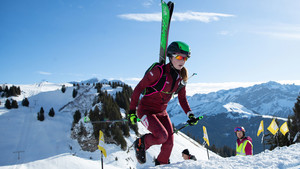 Antonia Niedermaier beim Wettkampf im Ski Mountaineering Individual. Foto: Olympic Information Service