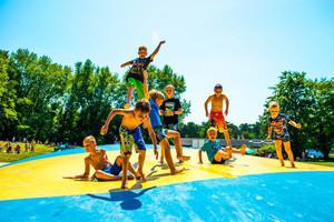 Egal ob Ferienspiele, Handball-Camp oder Schwimmbad, viele Kinder und Jugendliche sind in den Sommerferien sportlich aktiv. Foto: LSB NRW