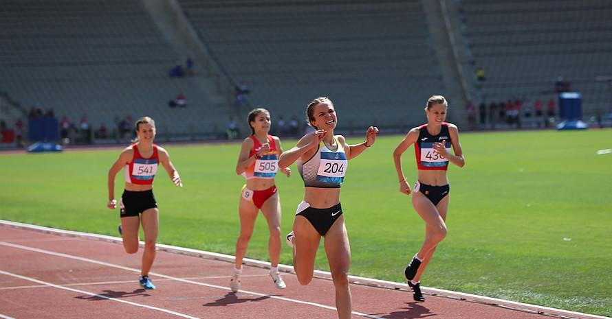 Antje Pfüller beim Zieleinlauf ihres Gold-Rennens über 1500 Meter. (Foto: DOSB)