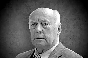 Porträt von Willi Holdorf in schwarz-weiß