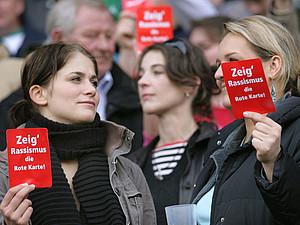 Zeig Rassismus die Rote Karte. Foto: picture-alliance