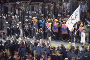 Das Team der Geflüchteten 2016 in Rio beim Einmarsch der Nationen. Foto: picture-alliance