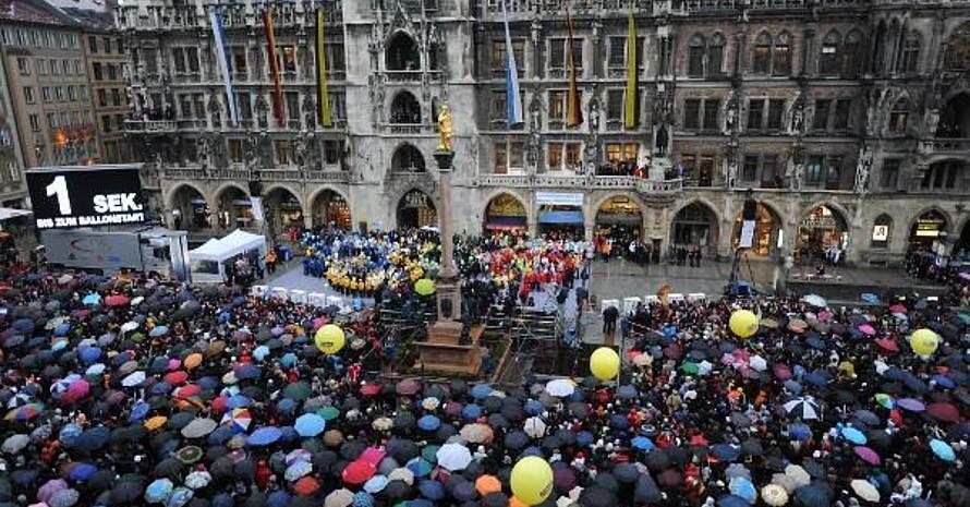 Der Münchner Marienplatz voller Olympia-Fans