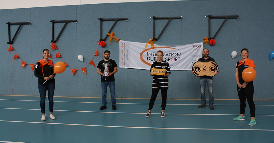 V.l: Maike Fiedler (LSB), Yetiş Özdemir (1. Vorsitzender Yurdumspor) Rebecca Koch (Yurdumspor), Şevket Sönmez (2. Vorsitzender Yurdumspor), Stefanie Kosik (LSB)
