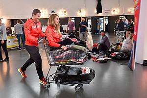 Spitzensportler/innen kleiden sich in München für die Winterspiele in Pyeongchang ein. Foto: picture-alliance
