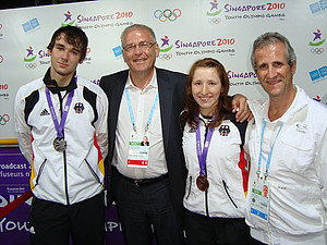 Ein enttäuschter Nikolaus Bodoczi mit DOSB-Generaldirektor Michael Vesper, Bronzemedaillen-Gewinnerin Anja Musch und Chef de Mission Ulf Tippelt (v.l.).