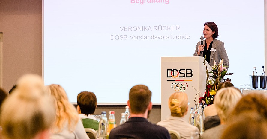DOSB-Vorstandsvorsitzende Veronika Rücker begrüßte zu Beginn. Foto: DOSB/bewahrediezeit.de