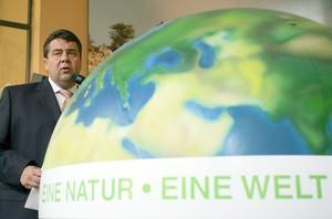 """Bundesumweltminister Sigmar Gabriel ist Schirmherr des Wettbewerbs """"Entdecke die Vielfalt der Natur"""". Copyright: picture-alliance"""