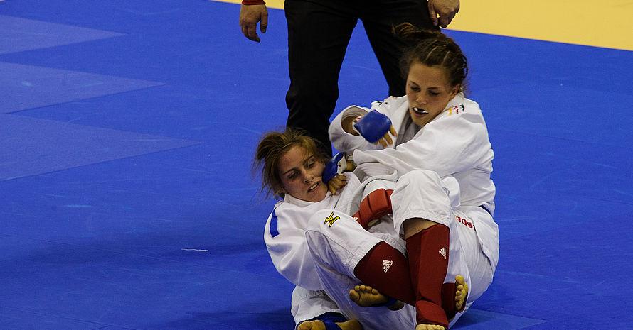 Theresa Attenberger hatte im Finale ihre Gegnerin fest im Griff. Foto: IWGA