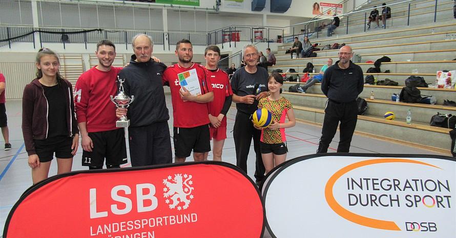 Das Siegerteam aus Erfurt freut sich über den Gewinn des Wanderpokals.