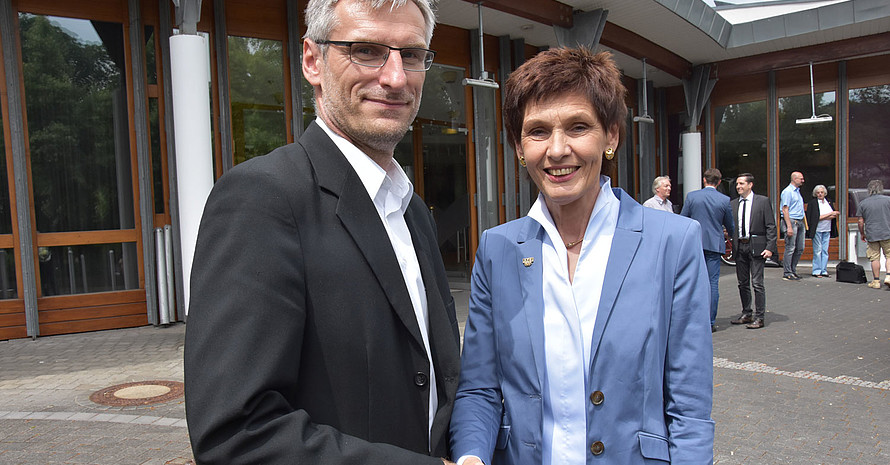 Der neue Präsident Lutz Thieme und seine Amtsvorgängerin Karin Augustin. Foto: LSB Rheinland-Pfalz
