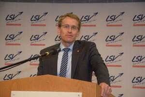 """Ministerpräsident Daniel Günther teilt die Position des DOSB zum Thema """"eSport"""". Foto: Stefan Arlt"""