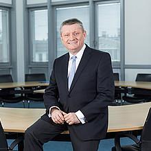 Bundesminister Hermann Gröhe setzt auf Bewegung im Alltag. Foto: BMG/Jochen Zick (action press)