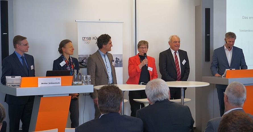 Der Vorstand der Führungs-Akademie (v.li.): Franz Allert, Dr. Barbara Oettinger, Soenke Lauterbach, Gabriele Wach, Walter Schneeloch, Tom Bartels; Foto: Führungs-Akademie