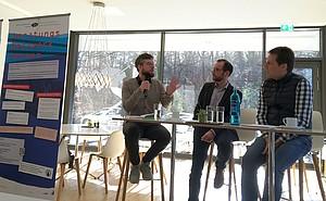 Dr. Rainer Becker (m.) gab den Input zur Ausstellung und diskutierte mit Alexander Strohmeyer von der dsj (li.) und Michael Schirp vom DOSB. Foto: DOSB