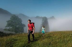 Die Abstandsregeln gelten auch für Wanderer. Foto: DAV/Hans Herbig