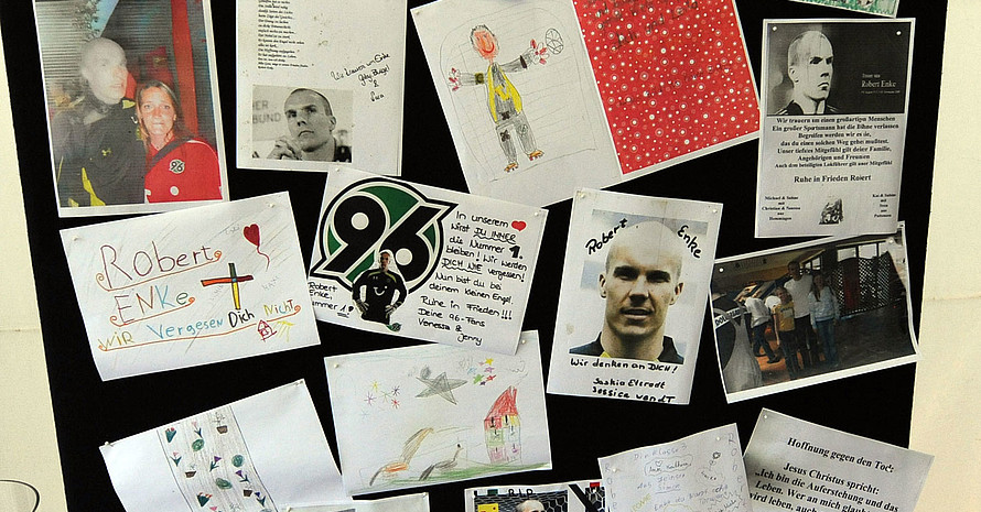 Trauerbekundungen von Fans zum Tod von Robert Enke. Foto: picture-alliance