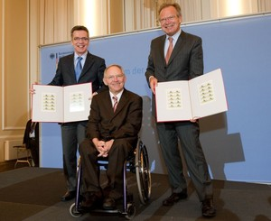 Stelleten die Sportbriefmarken 2010 vor (v.li): de Mazière, Schäuble, Klatten, Foto: DSH