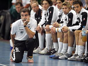 Die Sieger des Wettbewerbs erhalten einen Handballtag mit Heiner Brand. Copyright: picture-alliance