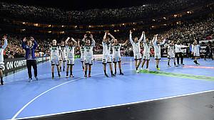 Die deutsche Handball-Nationalmannschaft nach einem WM-Spiel in der Kölner Lanxess-Arena. Foto: picture-alliance
