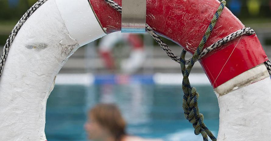 Sind Deutschlands Schwimmbäder noch zu retten? Foto: picture-alliance