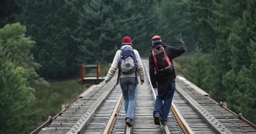 Klimaschutz: Selbst laufen oder auf die Bahn warten. Foto: picture-alliance