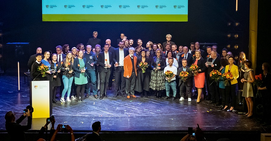 Die Preisträger*innen bei der Abschlussveranstaltung des Deutschen Engagementpreises 2019 in Berlin; Foto: Svea Pietschmann