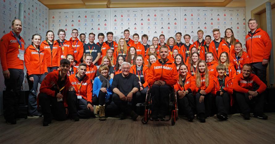 Der Bundespräsident und seine Frau treffen das Deutsche Olympische Jugendlager Foto: DOA